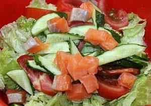 овощной-салат-с-лососем