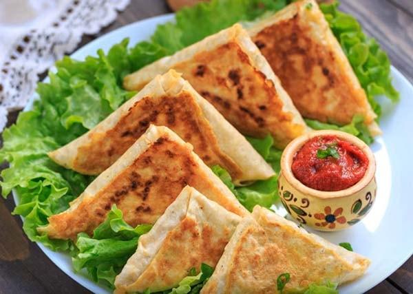треугольники из лаваша с сыром и ветчиной
