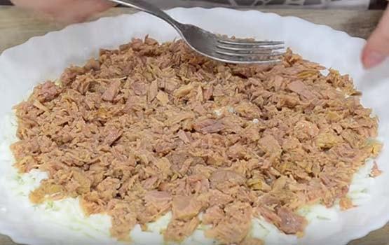 мимоза-салат-с-консервой-сайрой-2
