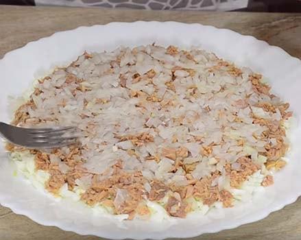 мимоза-салат-с-консервой-сайрой-3