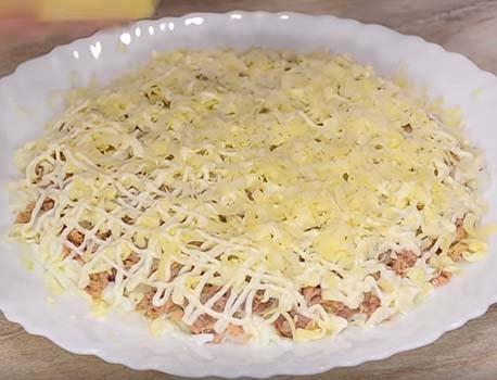 мимоза-салат-с-консервой-сайрой-5
