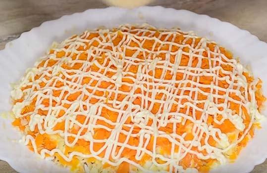 мимоза-салат-с-консервой-сайрой-6