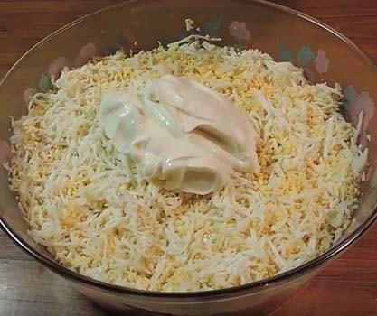 салат-мимоза-из-консервов-горбуши-5