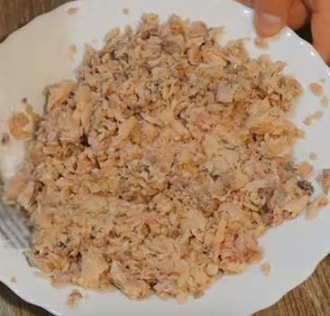 салат-мимоза-с-горбушей-и-сыром-2