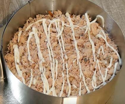 салат-мимоза-с-горбушей-и-сыром-3