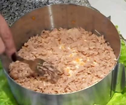салат-мимоза-с-консервированным-тунцом-рецепт-4