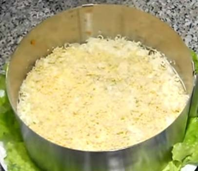 салат-мимоза-с-консервированным-тунцом-рецепт-6