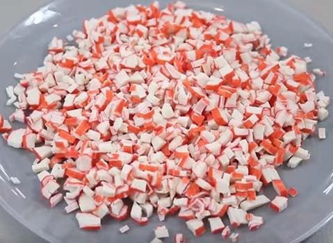 салат-мимоза-с-крабовыми-палочками-и-красной-икрой-3
