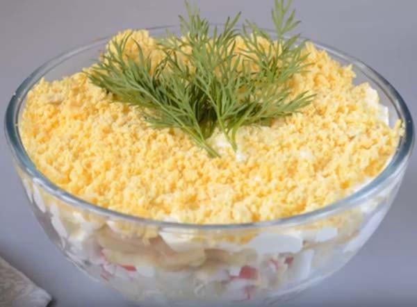 салат-мимоза-с-крабовыми-палочками-и-сыром-11