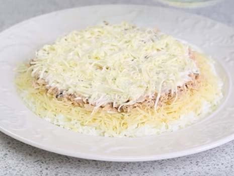 салат-мимоза-с-маслом-и-сыром-5