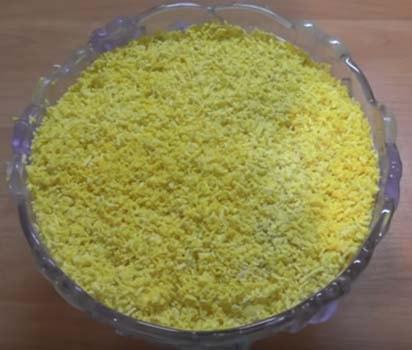 салат-мимоза-с-отварной-горбушей-8