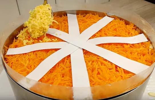 салат-мимоза-с-сырой-морковью-9