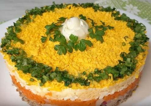 салат-мимоза-со-шпротами-и-сливочным-маслом-10
