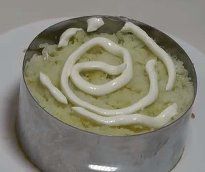 салат-мимоза-со-сливочным-маслом-и-сыром-10