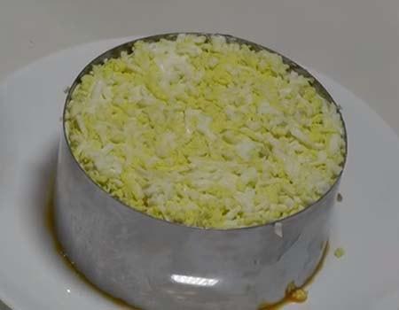 салат-мимоза-со-сливочным-маслом-и-сыром-12
