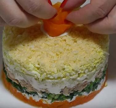 салат-мимоза-со-сливочным-маслом-и-сыром-15