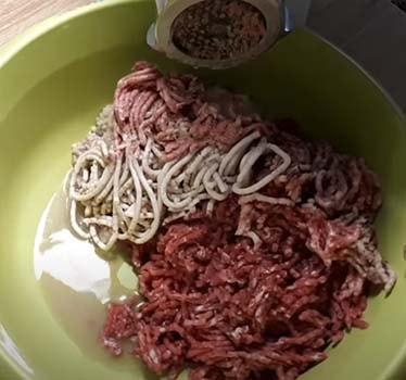 люля-кебаб-из-говядины-на-сковороде-1