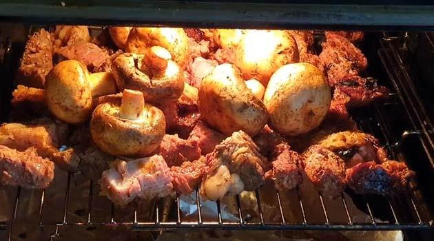 шашлык-из-говядины-на-сковороде-8