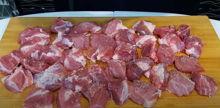 шашлык-из-свинины-в-духовке-на-шпажках-3
