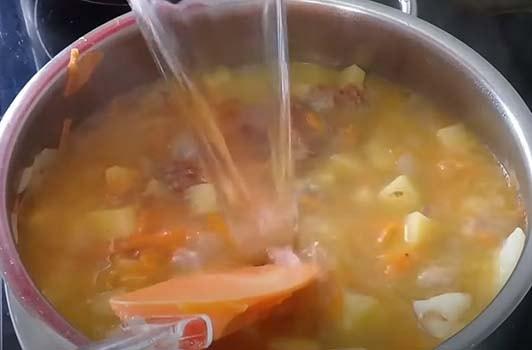 щавелевый-суп-с-тушенкой-4