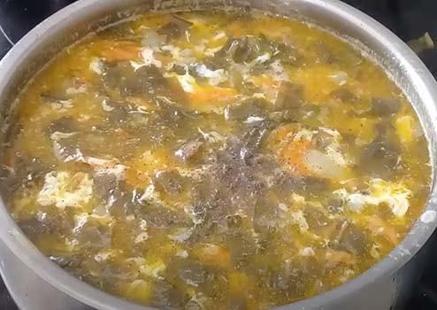 щавелевый-суп-с-тушенкой-6