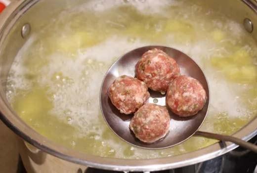 зеленый-суп-с-щавелем-и-яйцом-3