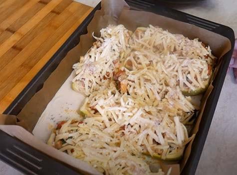 кабачки-фаршированные-куриной-грудкой-и-сыром-17