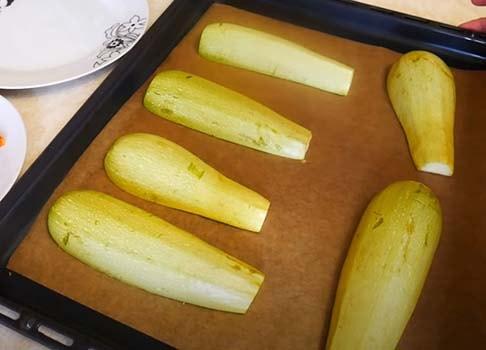 кабачки-фаршированные-куриной-грудкой-и-сыром-5