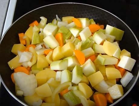 кабачковый-суп-с-фрикадельками-1