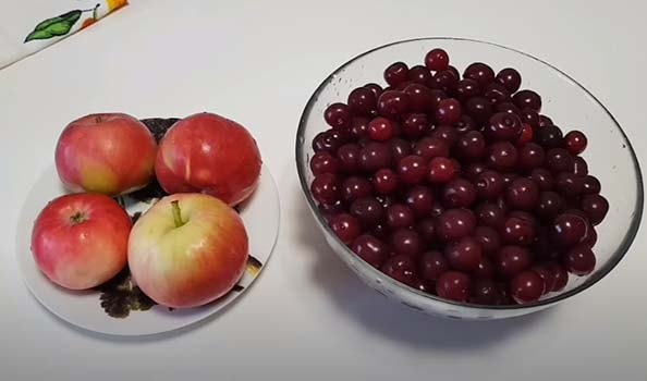 компот-из-вишни-и-яблок-1