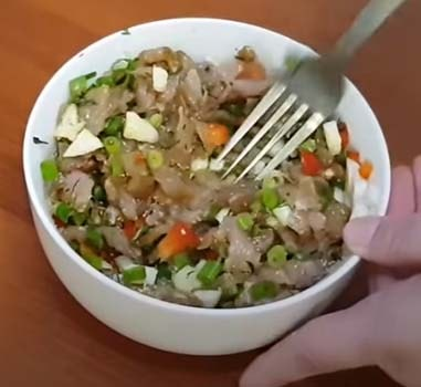 лодочки-из-кабачков-с-курицей-на-сковороде-5