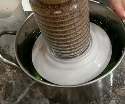 малосольные-огурцы-в-холодной-воде-5