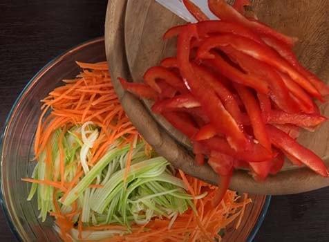 острый-салат-из-кабачков-по-корейски-3