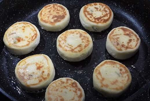 пышные-сырники-на сковороде-9
