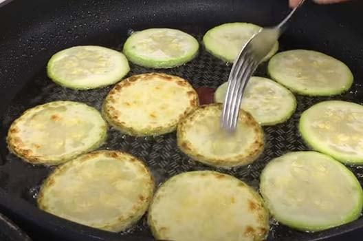 салат-из-кабачков-с-помидорами-1