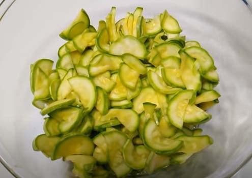 салат-из-свежих-кабачков-по-корейски-6