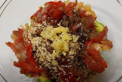 салат-из-свежих-кабачков-по-корейски-7