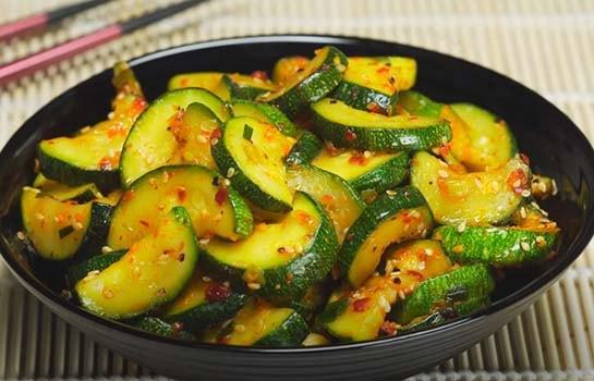 теплый-салат-из-кабачков-по-корейски-6