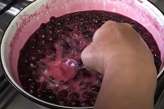 вишневое-варенье-без-косточек-7