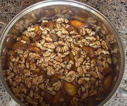 абрикосовое-варенье-с-грецкими-орехами-4