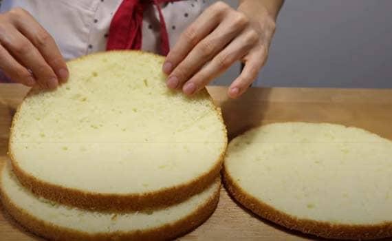 бисквитный-торт-с-клубникой-со-сметанным-кремом-4