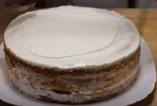 бисквитный-торт-с-клубникой-со-сметанным-кремом-8