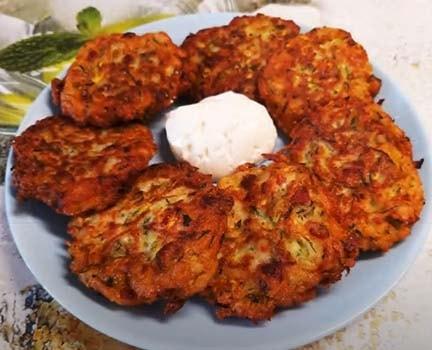кабачковые-оладьи-с-колбасой-5