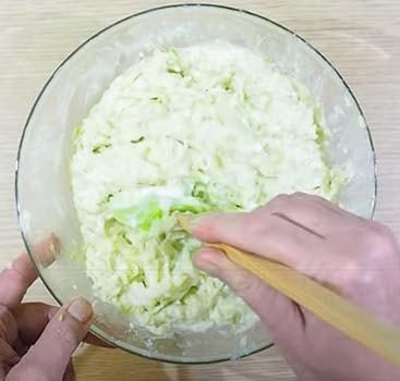 кабачковые-оладьи-с-творогом-3