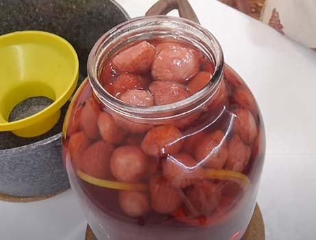 клубничный-компот-с-мятой-и-лимоном-5