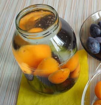 компот-из-абрикосов-и-слив-2