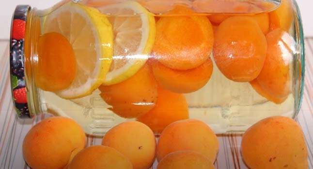 компот-из-абрикосов-с-лимоном-2