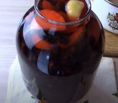 компот-из-черноплодки-и-свежих-яблок-5