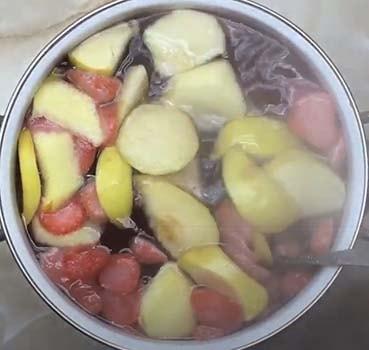 компот-из-клубники-и-яблок-2-1