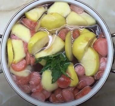 компот-из-клубники-и-яблок-3